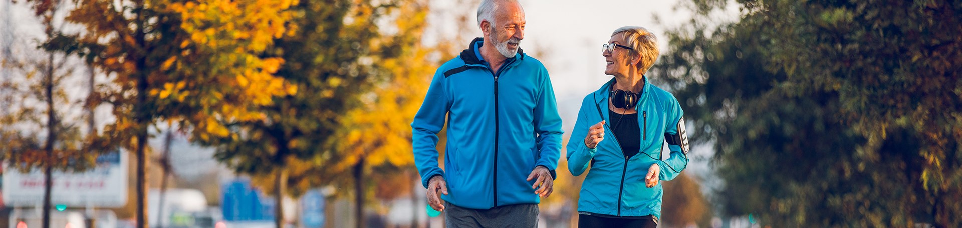 VP_VP_ALL_1920x455_1805_Couple_Senior_Running_Autumn_Urban.jpg